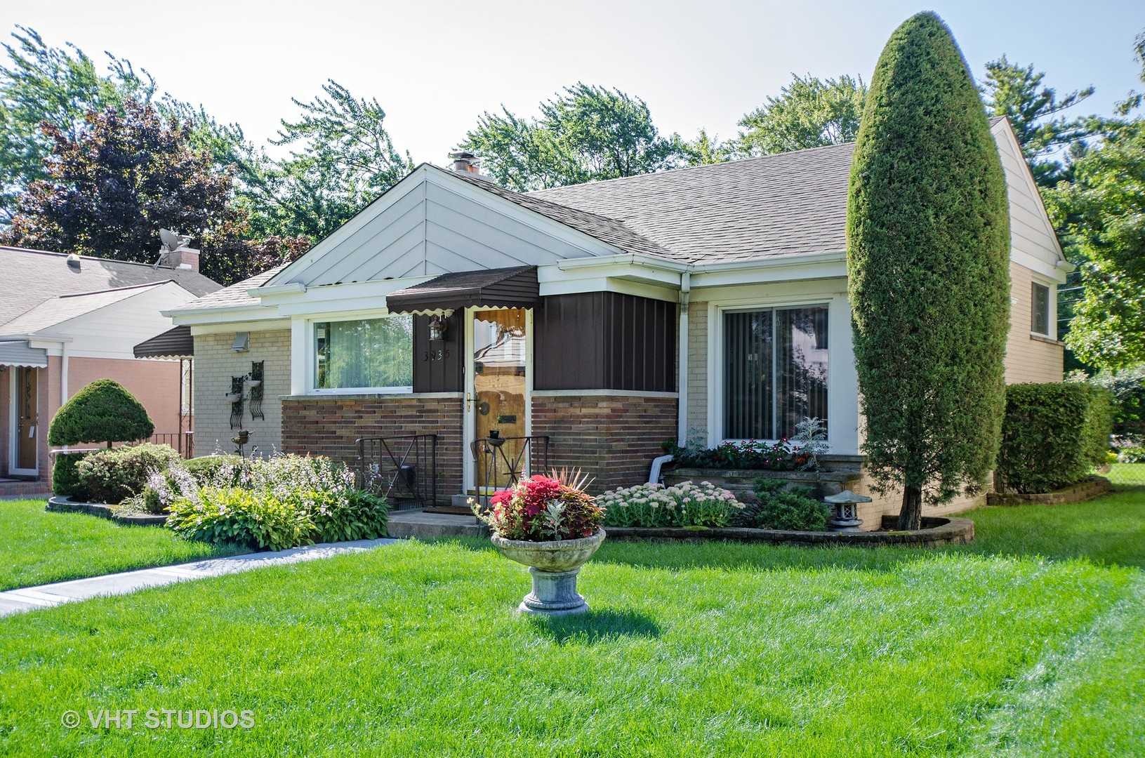 3935 West Greenleaf Avenue Lincolnwood, IL 60712