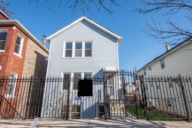 2134 West 24th Street Chicago, IL 60608