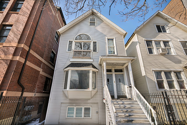 2532 North Ashland Avenue, one of homes for sale in Lincoln Park
