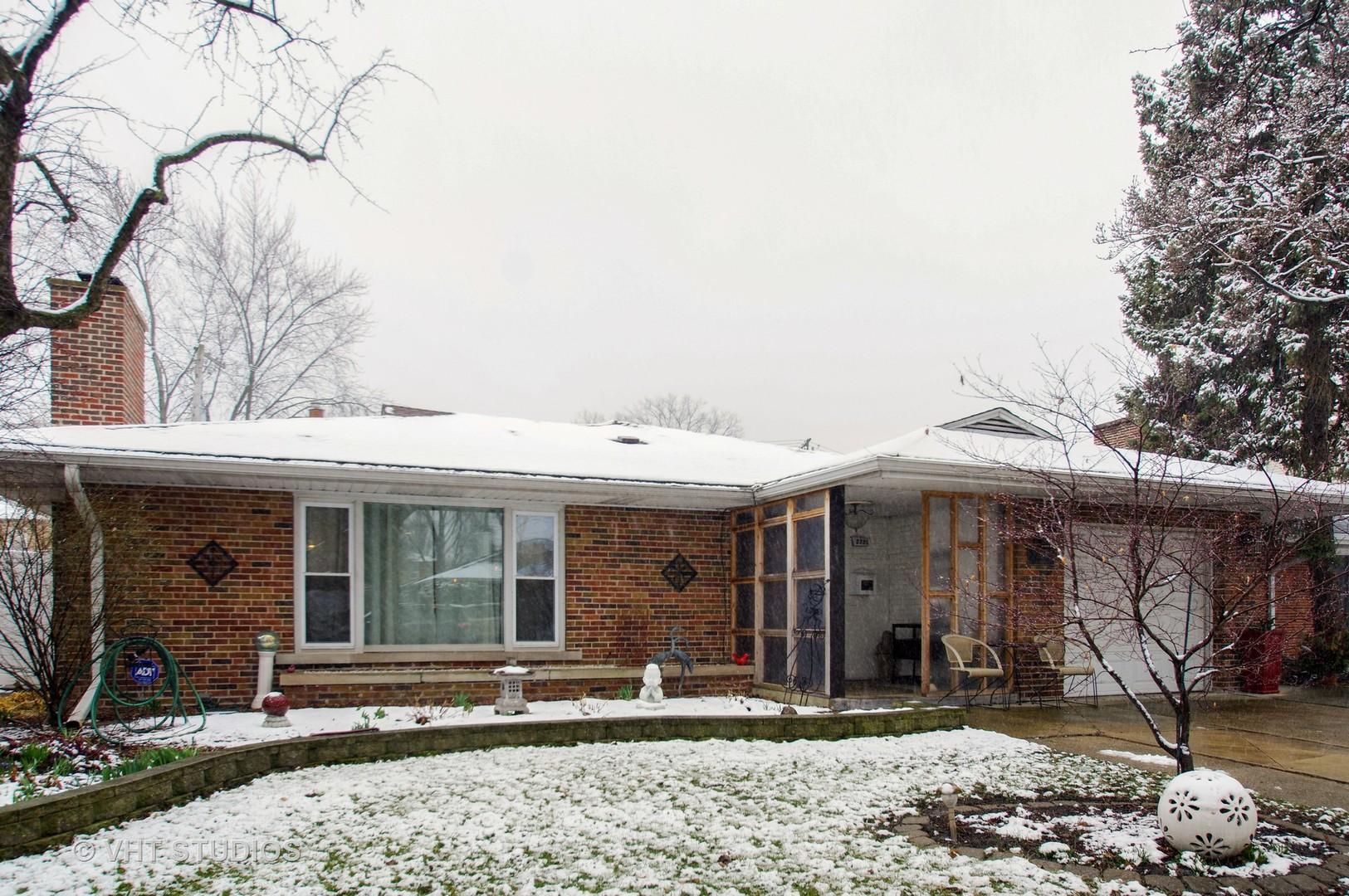 2835 West Birchwood Avenue Chicago, IL 60645