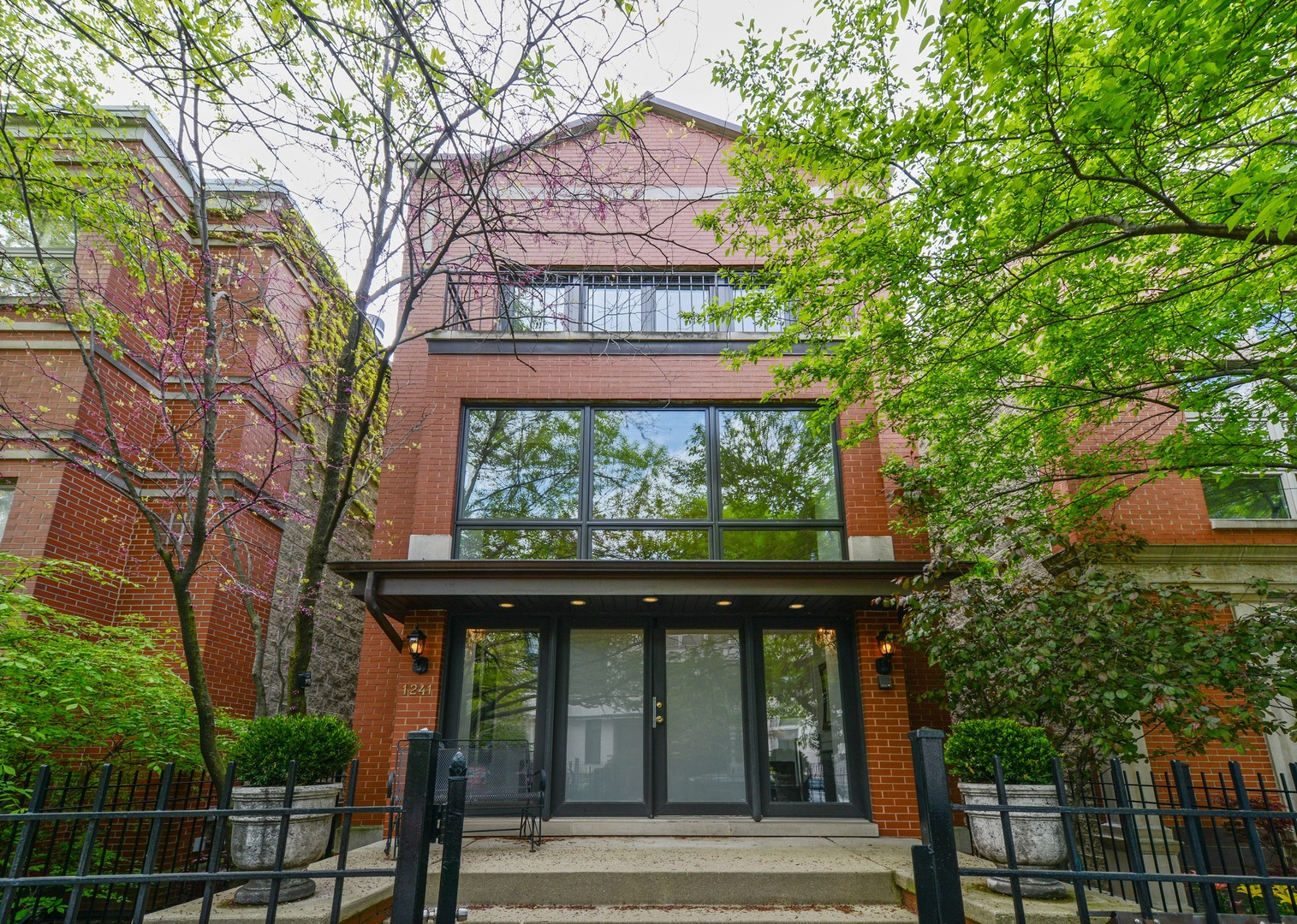 1241 West Dickens Avenue Chicago, IL 60614