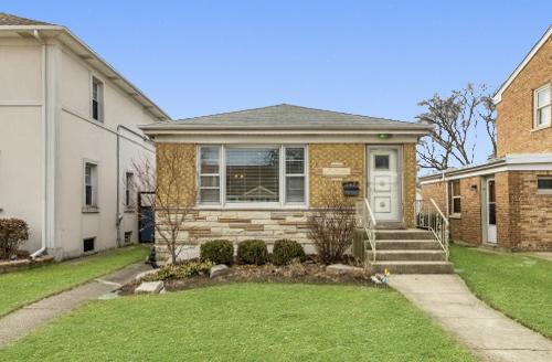 8252 North Olcott Avenue Niles, IL 60714
