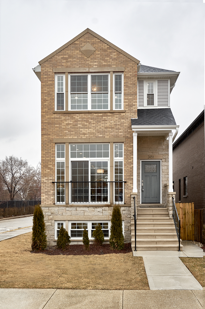 2458 West Berenice Avenue Chicago, IL 60618