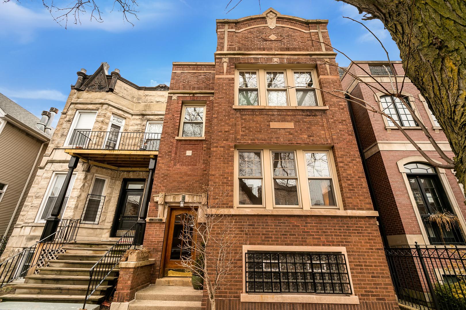 3834 North Lakewood Avenue Chicago, IL 60613