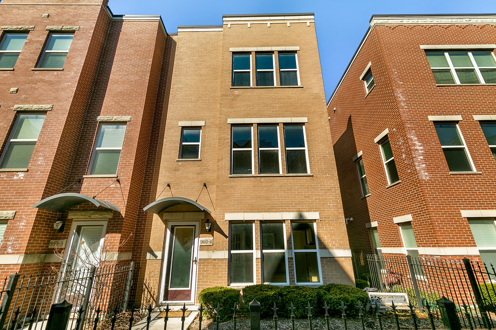 960 West 37th Street Chicago, IL 60609