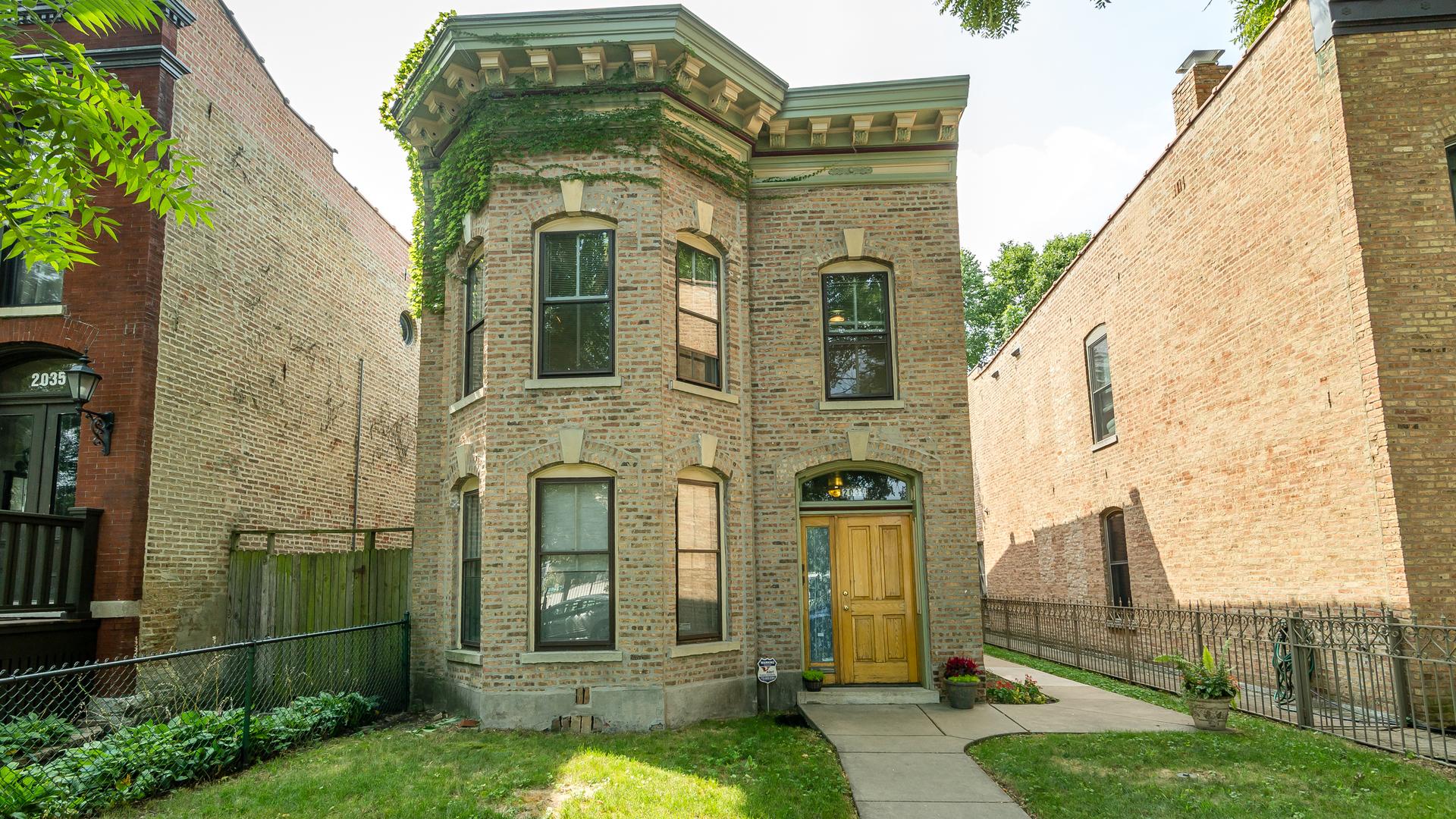 2039 West Evergreen Avenue Chicago, IL 60622
