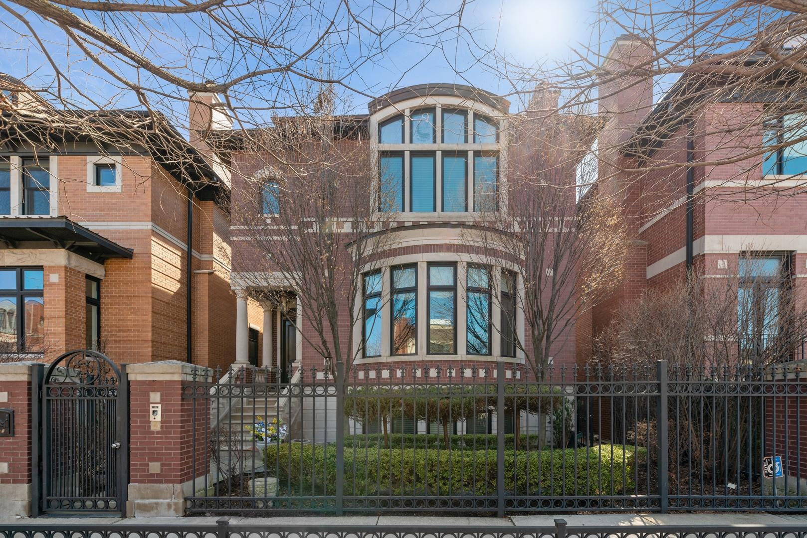 1729 West Wolfram Street Chicago, IL 60657