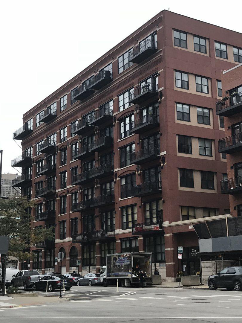 226 North Clinton Street Chicago, IL 60661