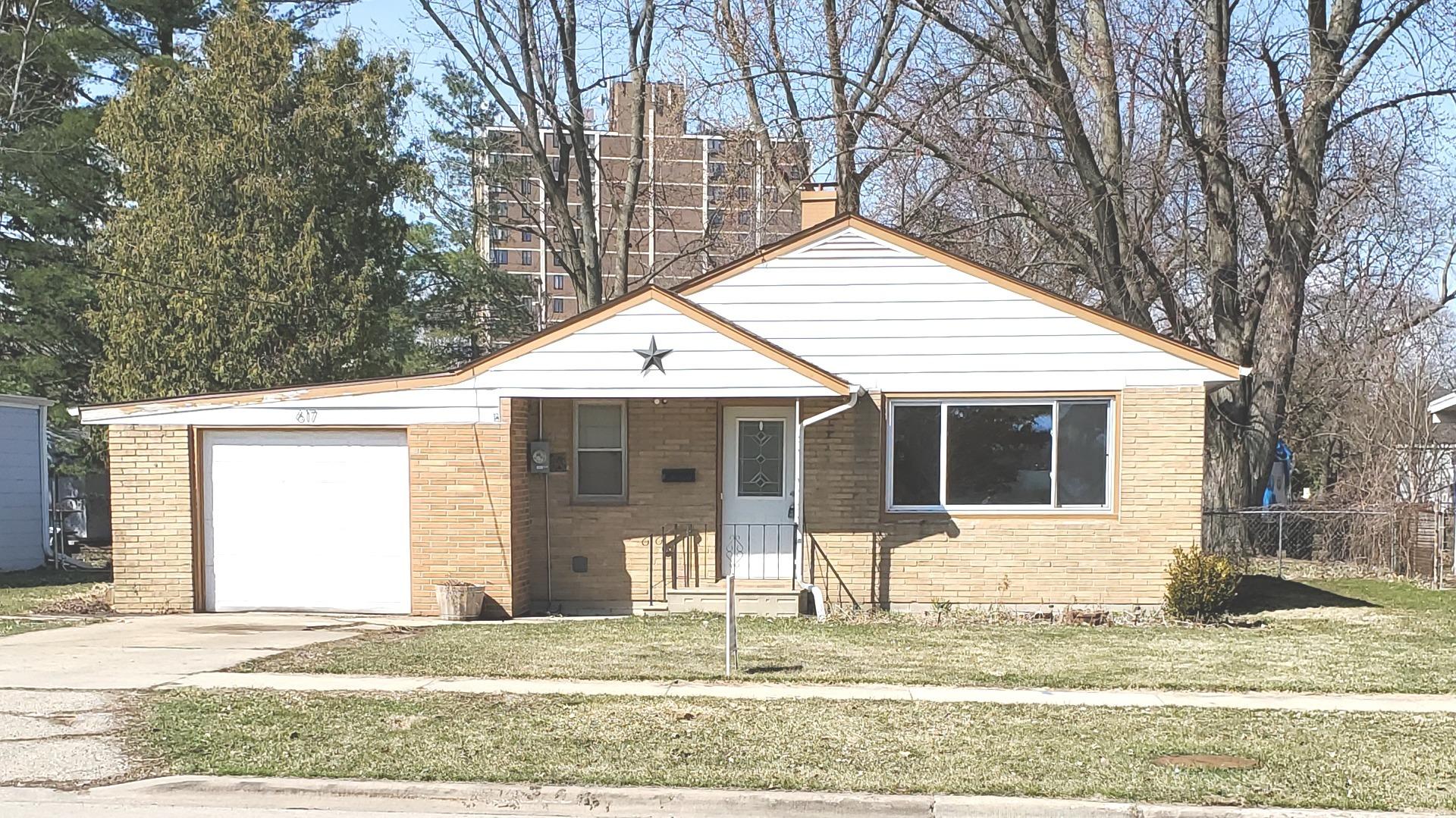 617 South 7th Street Dekalb, IL 60115