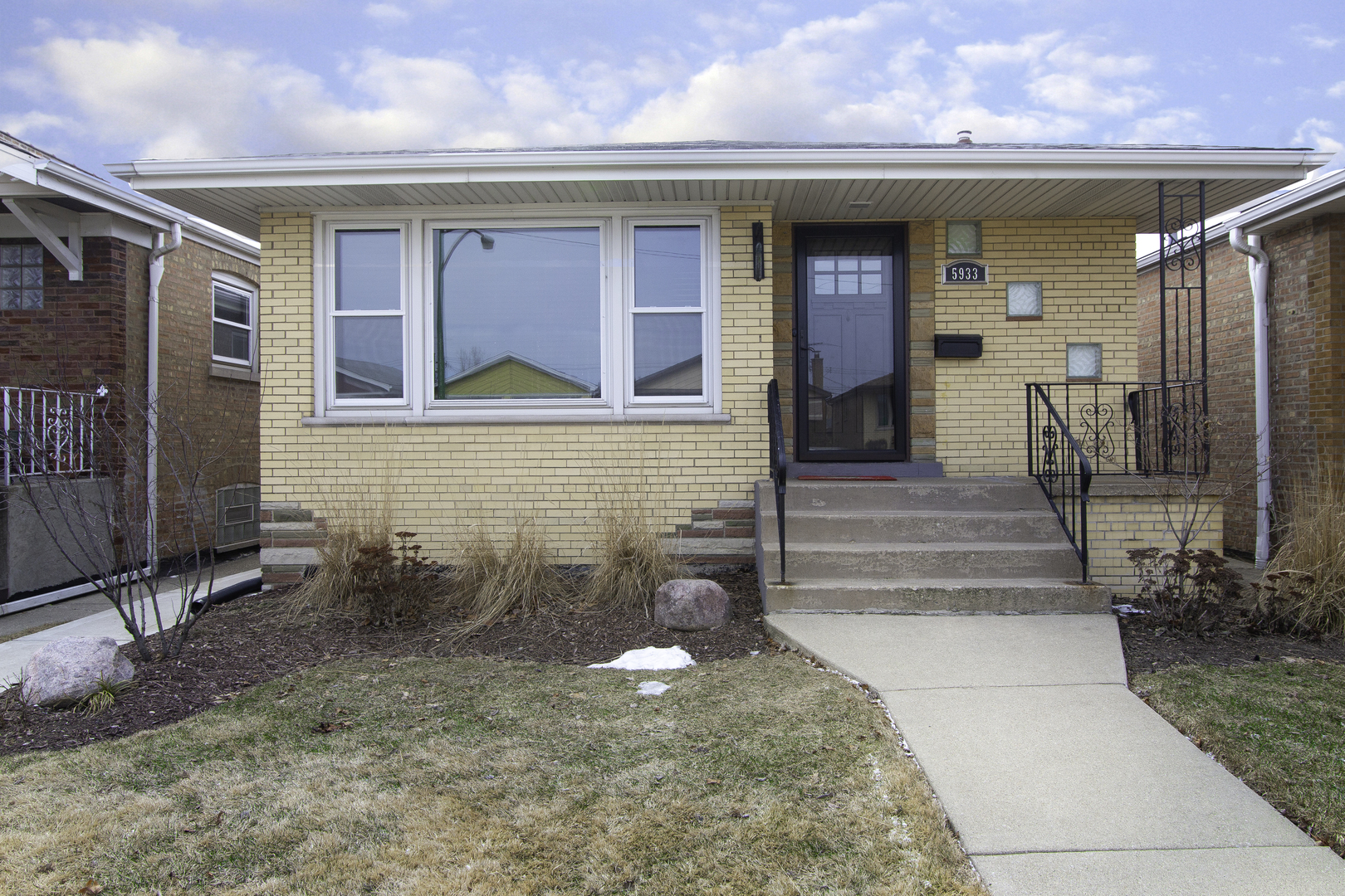 5933 West 64th Street Chicago, IL 60638