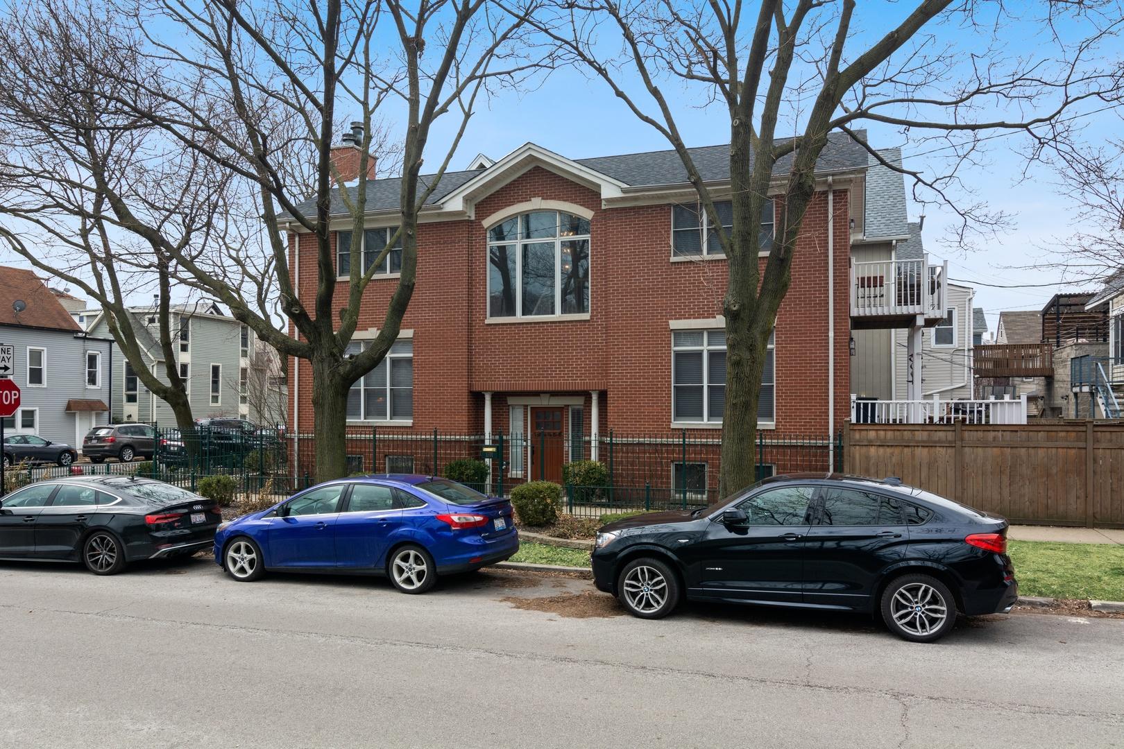 1800 West Melrose Street Chicago, IL 60657