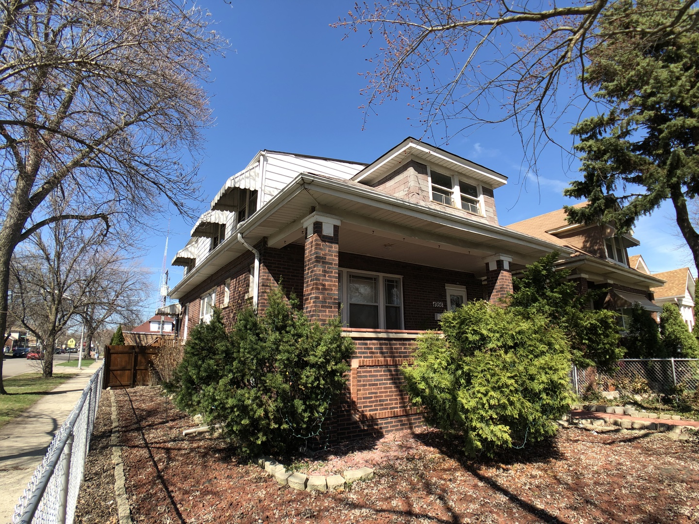 4956 West Oakdale Avenue Chicago, IL 60641