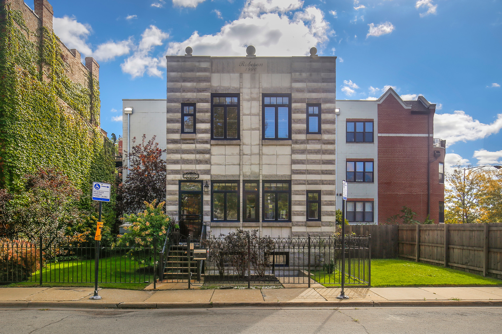 1207 East 44th Place Chicago, IL 60653