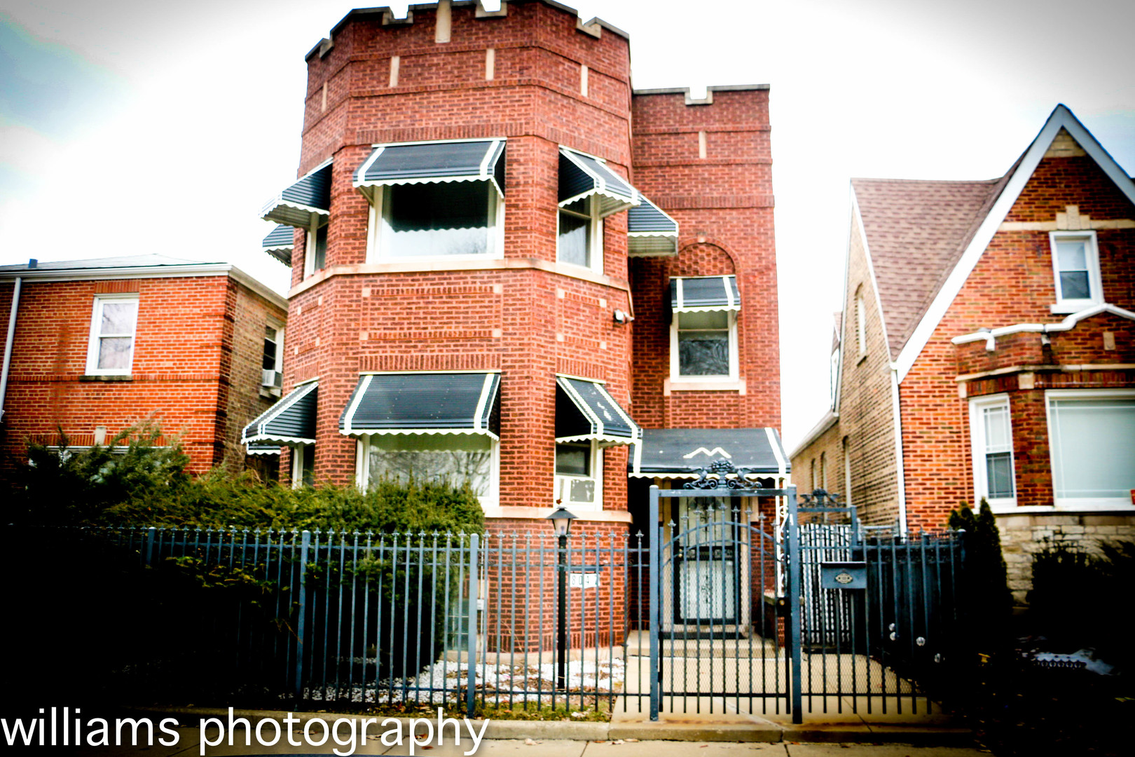 8047 South Wood Street Chicago, IL 60620