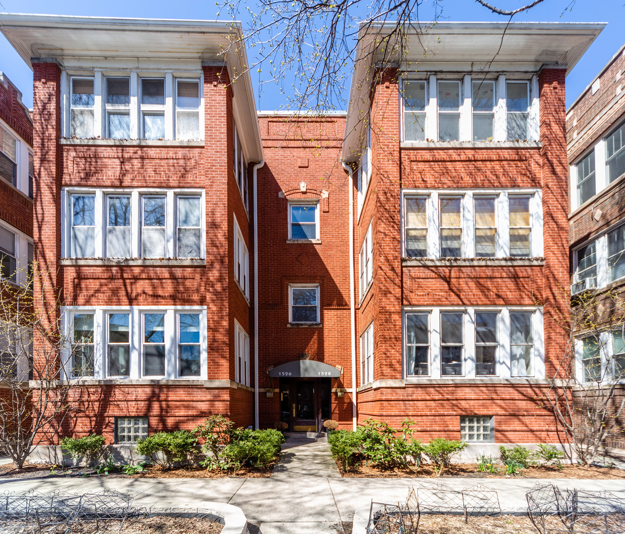 1526 West Rosemont Avenue Chicago, IL 60660