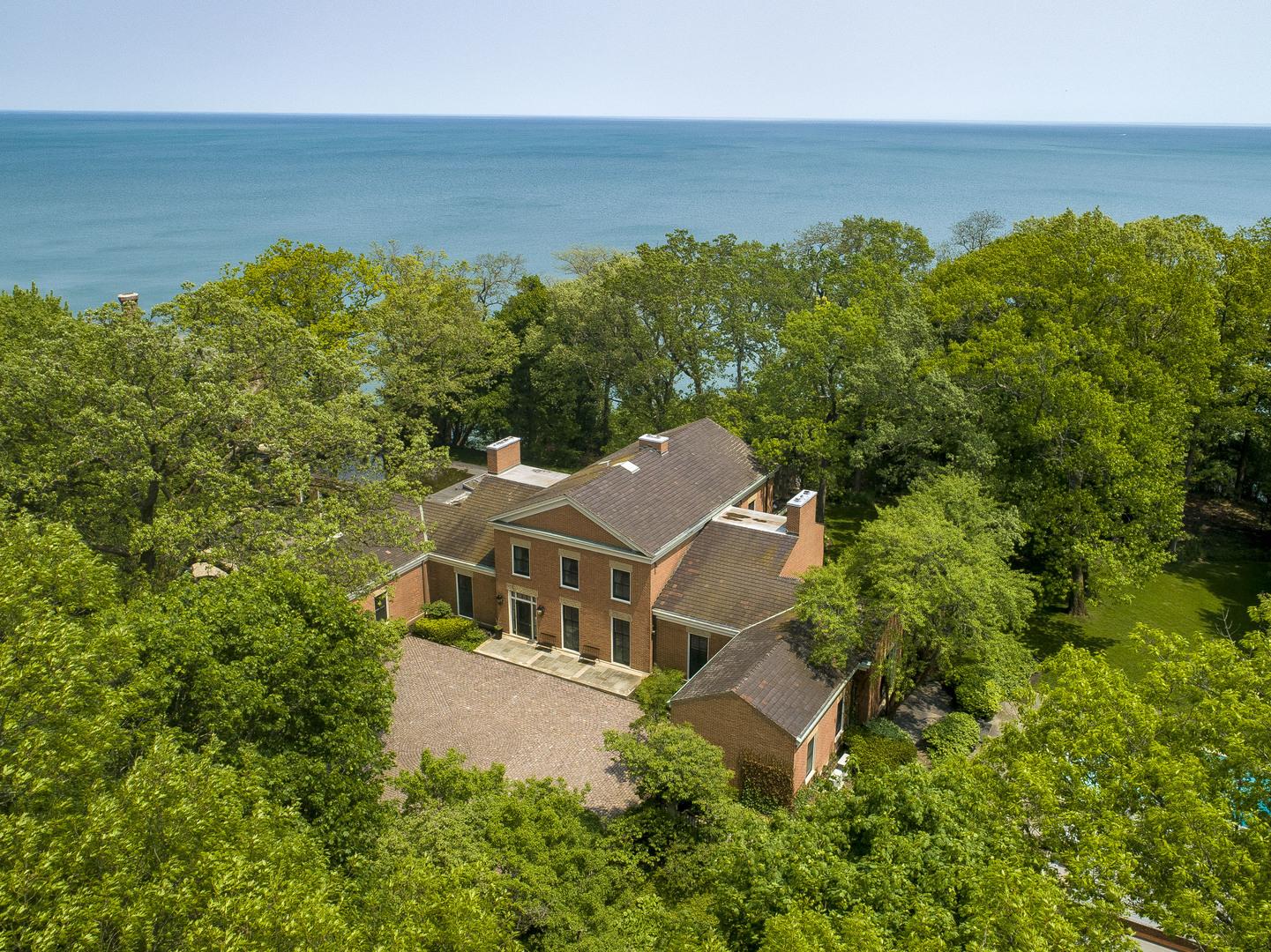 33 Stone Gate Lane Lake Forest, IL 60045