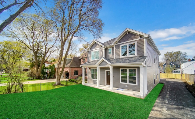 2432 Thornwood Avenue Wilmette, IL 60091