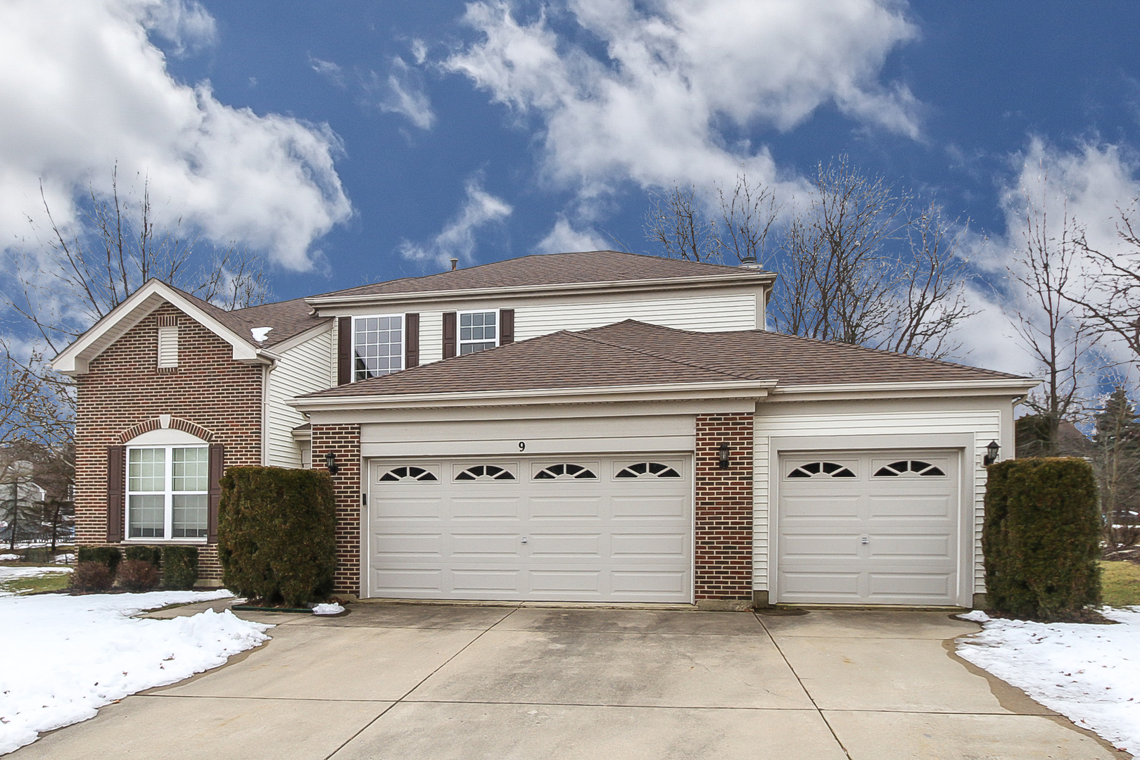 9 Goldcrest Court, Streamwood, Illinois 3 Bedroom as one of Homes & Land Real Estate