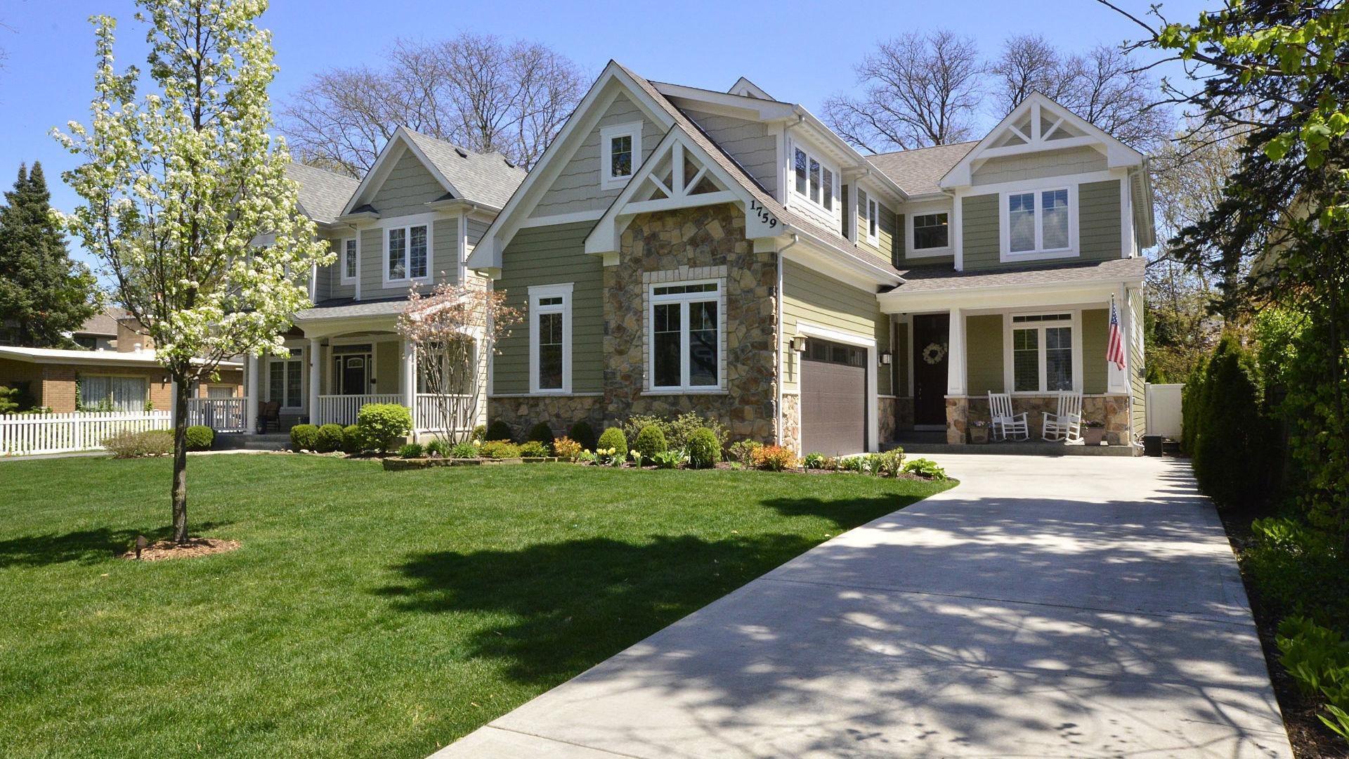 1759 Elmwood Drive Highland Park, IL 60035