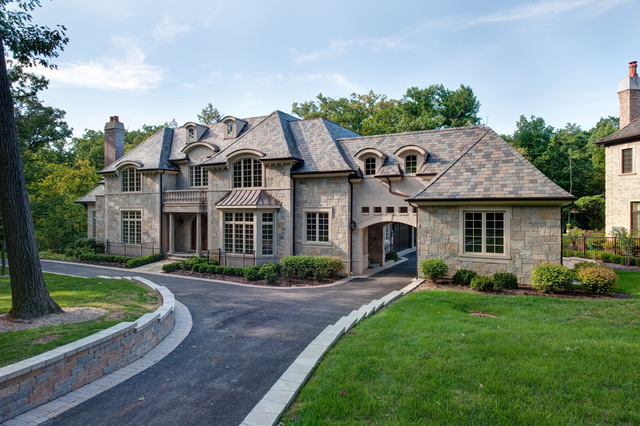 204 MALLARD Lane, Bloomingdale, Illinois