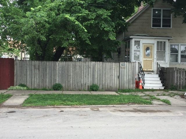 2222 West Oakdale Avenue, one of homes for sale in Chicago North Center