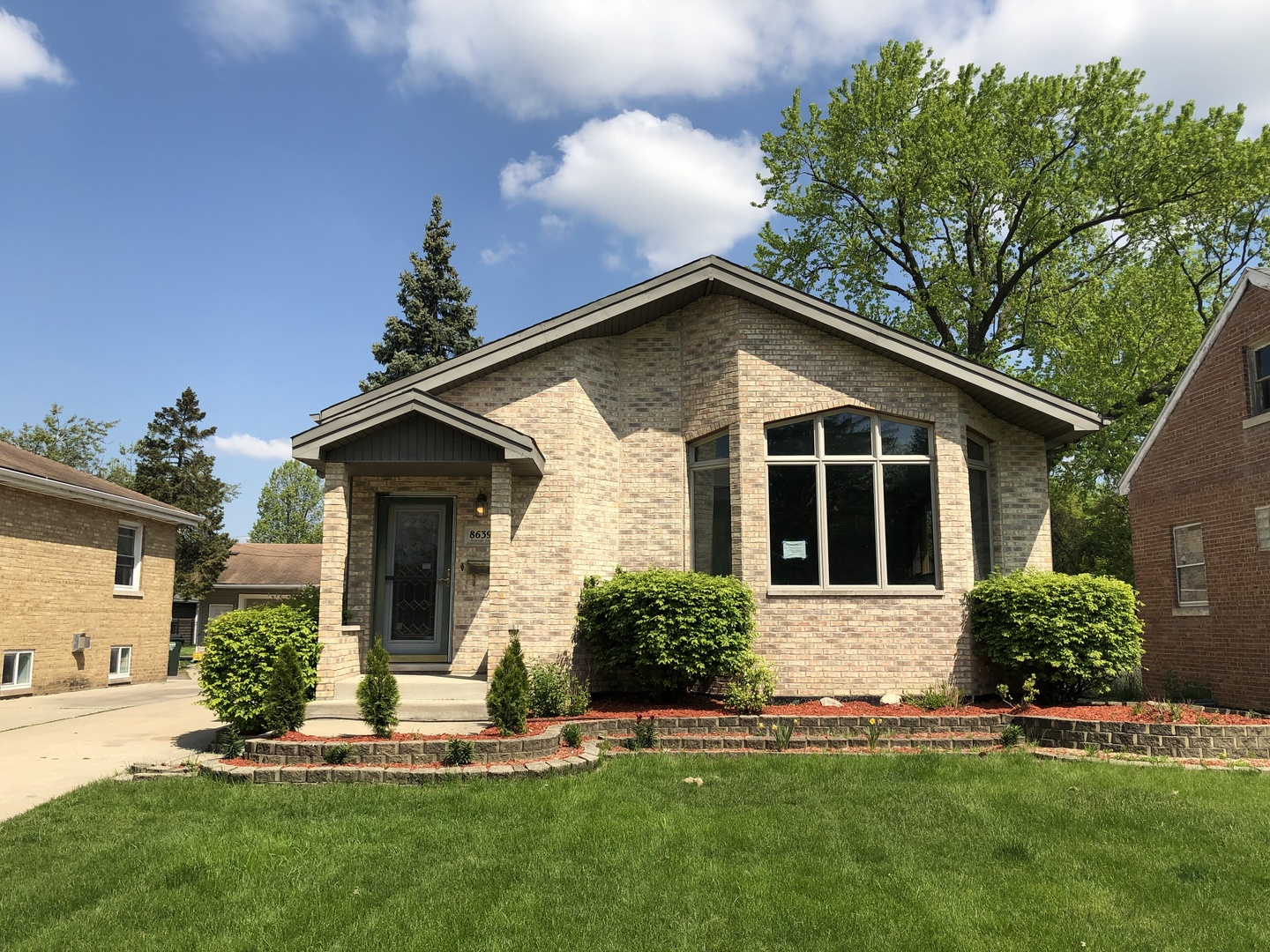 8639 Riverside Avenue, Brookfield, Illinois