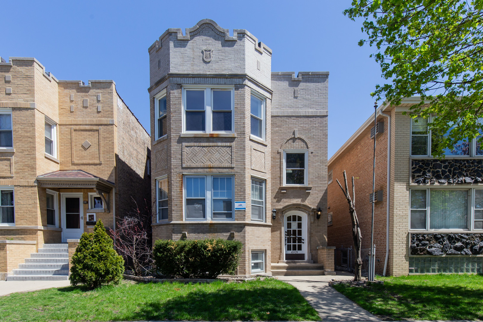 4909 North Marmora Avenue Chicago, IL 60630