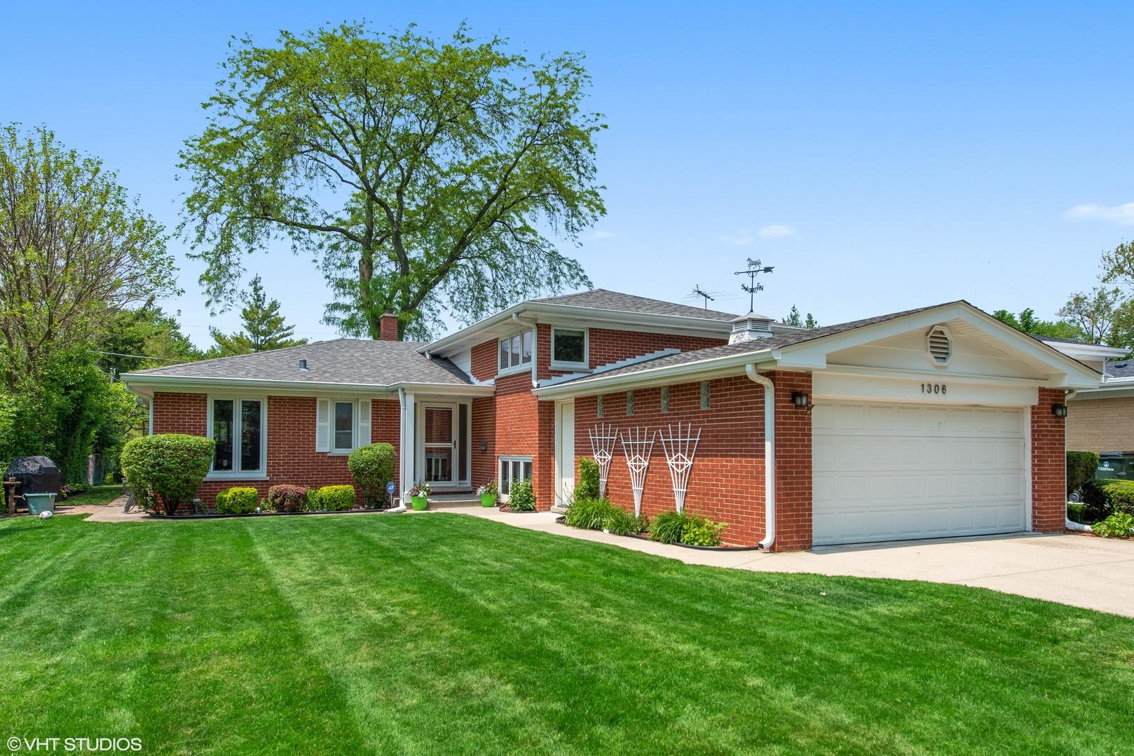 1306 Hawthorne Lane, Glenview, Illinois