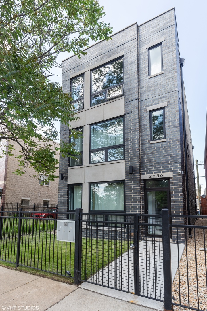 3934 South Indiana Avenue, Kenwood, Illinois