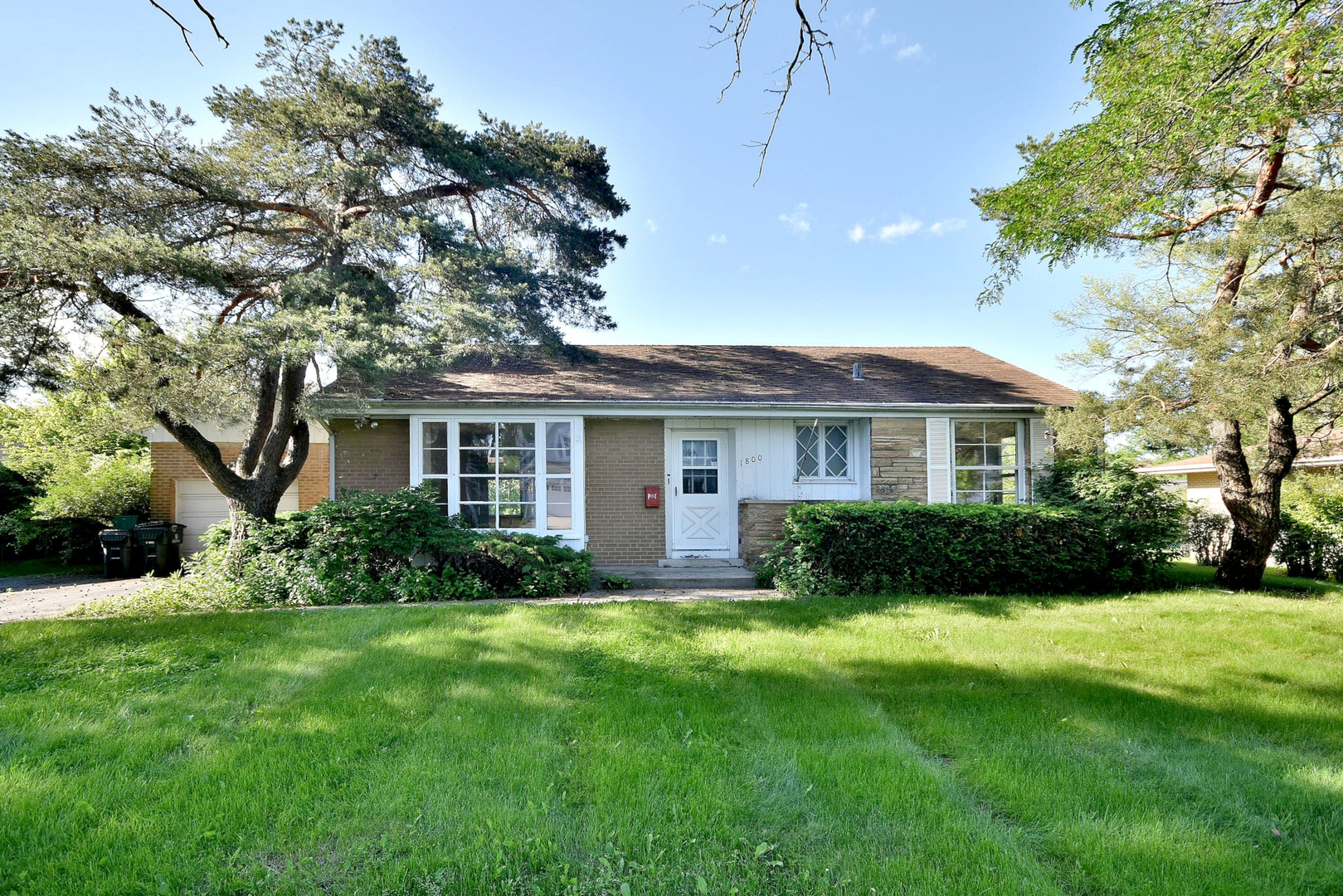 1800 South Robincrest Lane Glenview, IL 60025