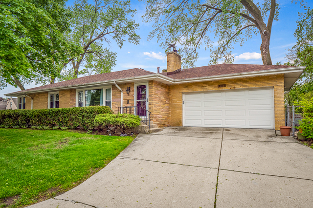 4251 West Jarvis Avenue Lincolnwood, IL 60712