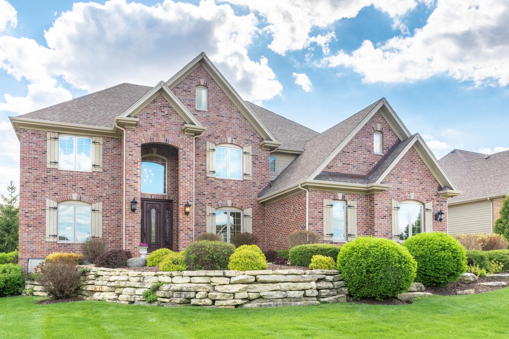 3687 Heathmoor Drive, Elgin, Illinois