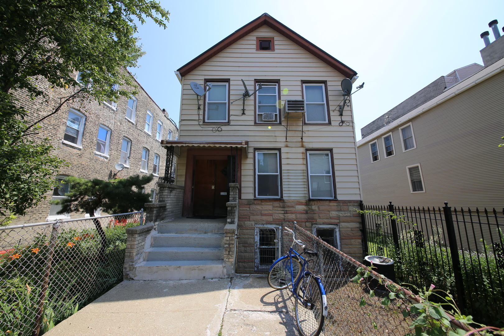827 North Bishop Street, one of homes for sale in Bucktown