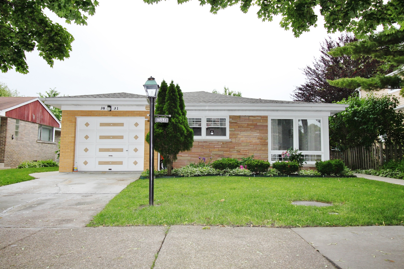 3831 West Chase Avenue Lincolnwood, IL 60712