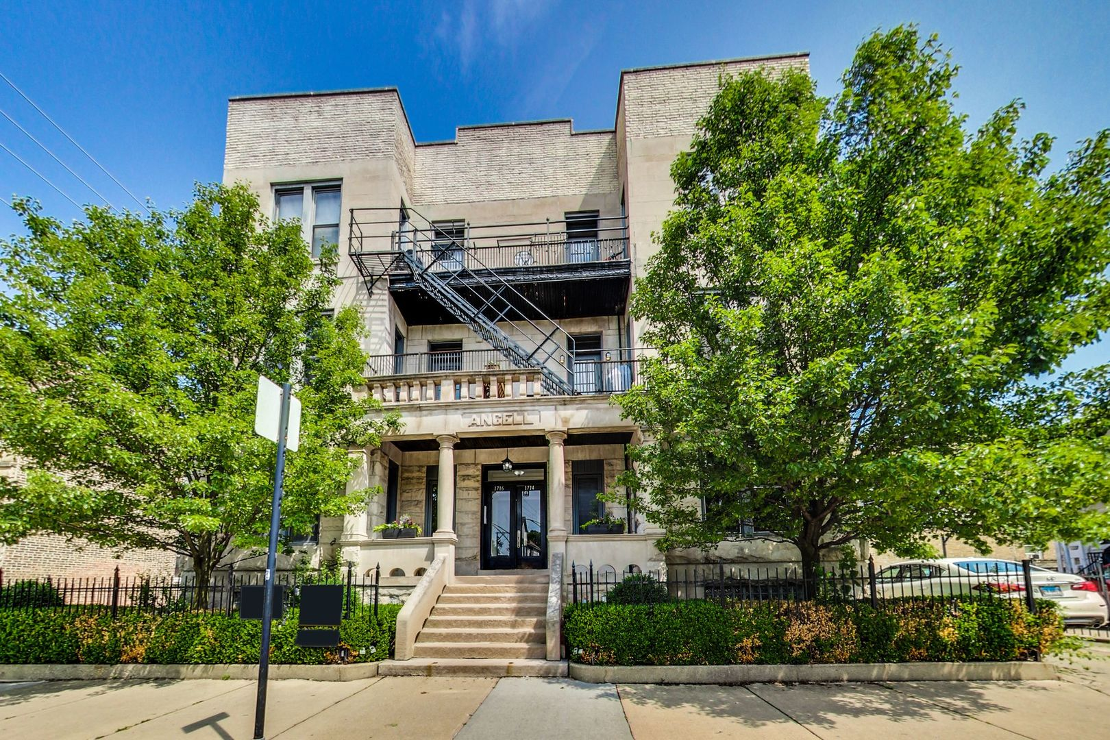 One of Chicago Uptown 3 Bedroom Homes for Sale at 1716 West Leland Avenue