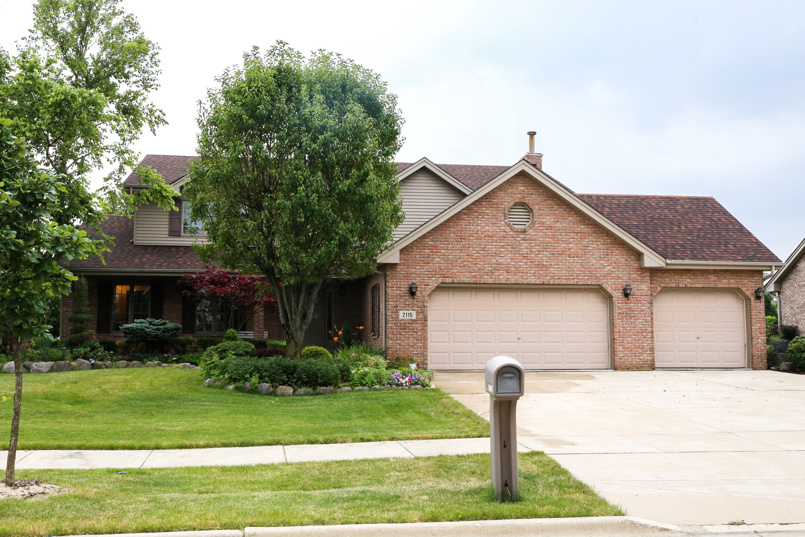 2115 Aston Drive, Woodridge, Illinois