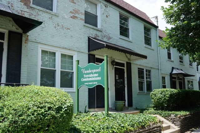 9518 South VANDERPOEL Avenue, Beverly-Chicago in Cook County, IL 60643 Home for Sale
