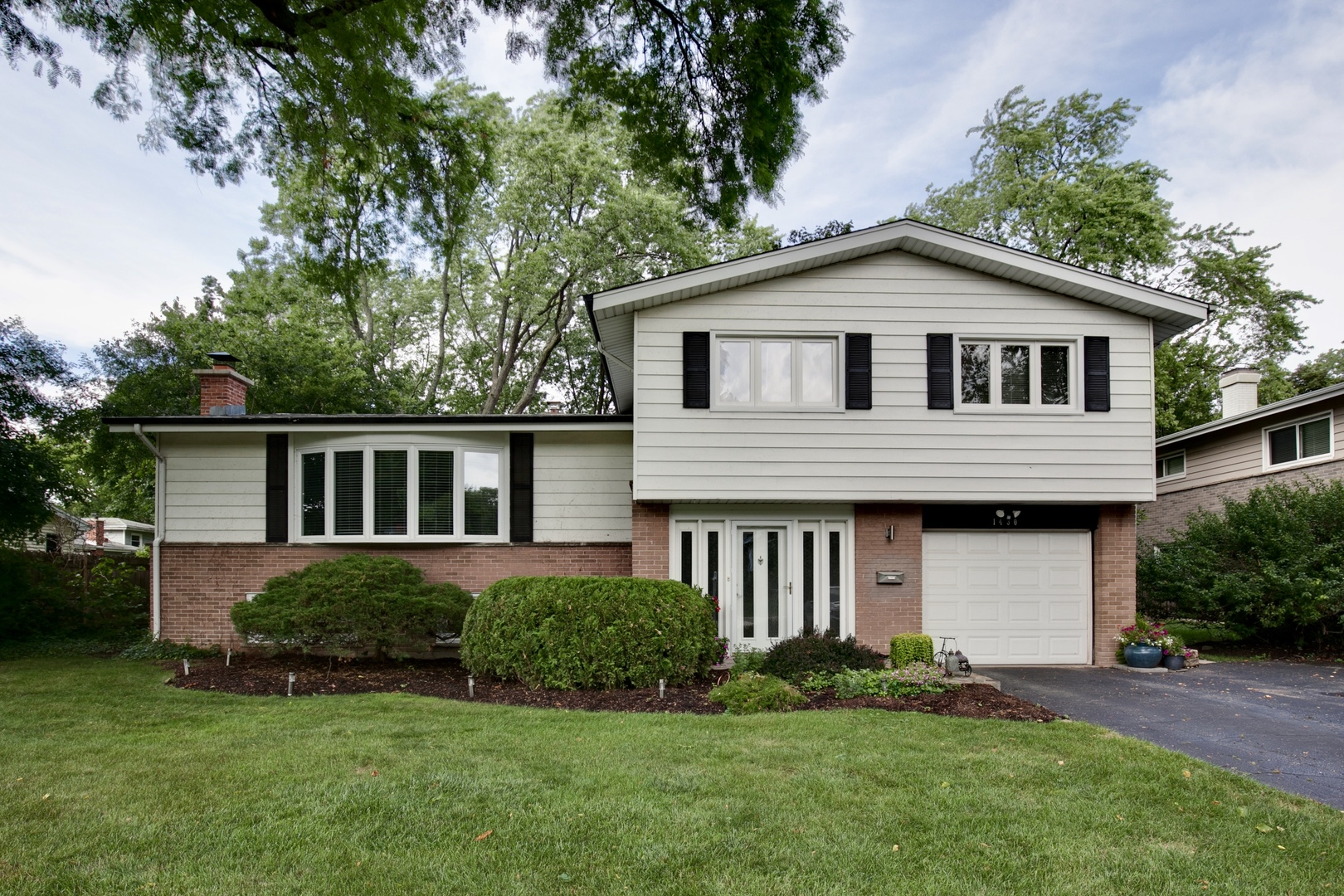 1430 Bayberry Lane, Deerfield, Illinois