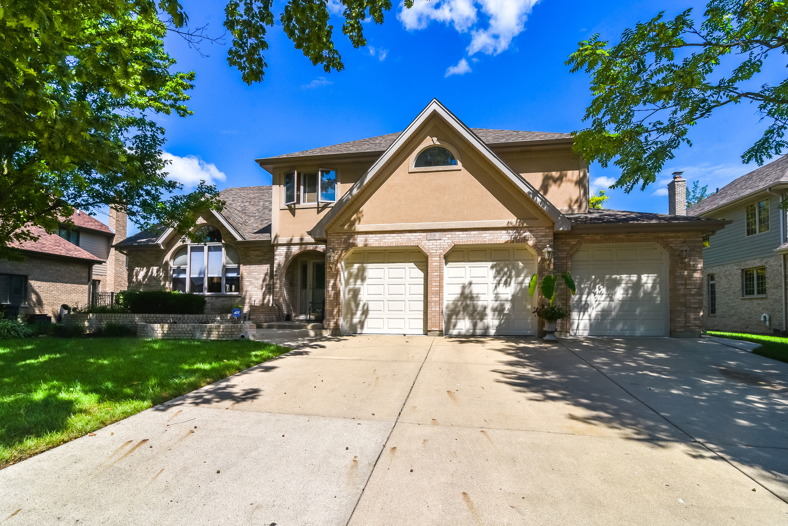 357 Donna Lane, Bloomingdale, Illinois