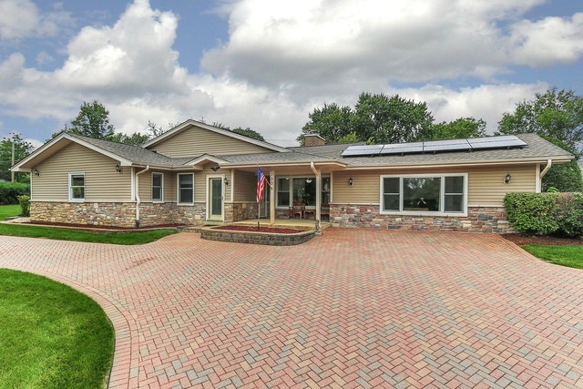1300 Summit Drive, Schaumburg, Illinois
