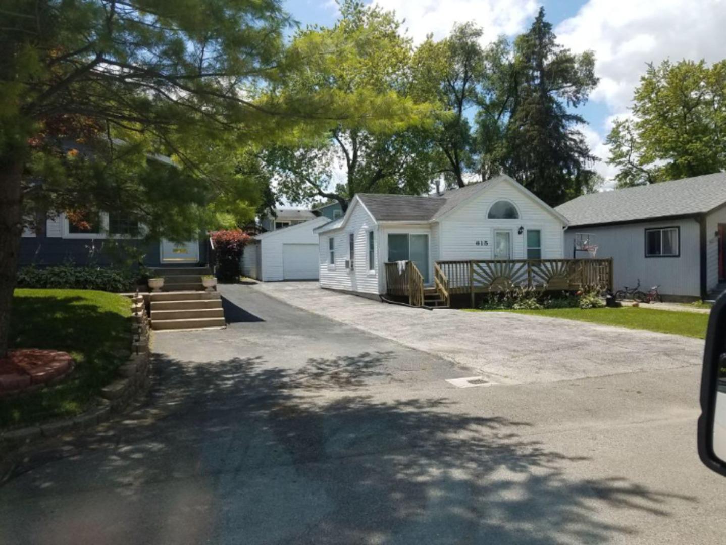 615 West Hillside Drive, Round Lake Beach, Illinois