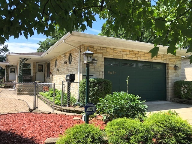 8637 Parkview Avenue, Brookfield, Illinois