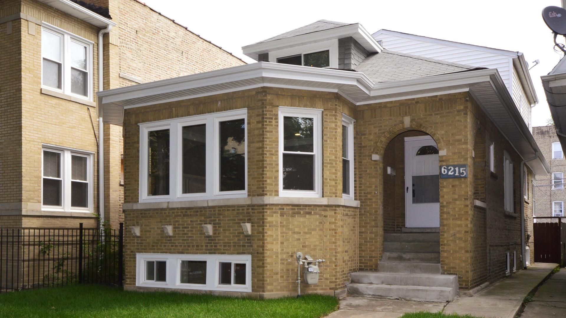6215 North Fairfield Avenue, North Park Chicago, Illinois