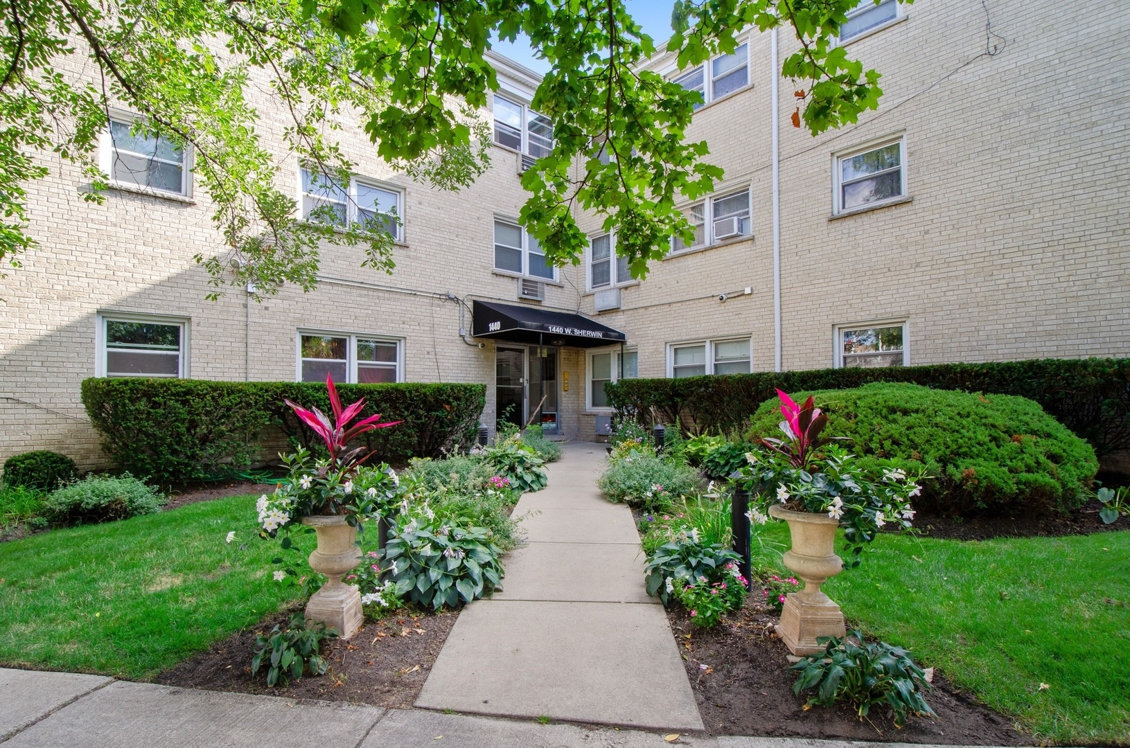 One of Rogers Park 3 Bedroom Homes for Sale at 1440 West Sherwin Avenue