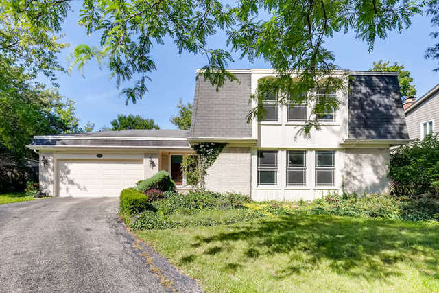 138 Burr Oak Court, Deerfield, Illinois