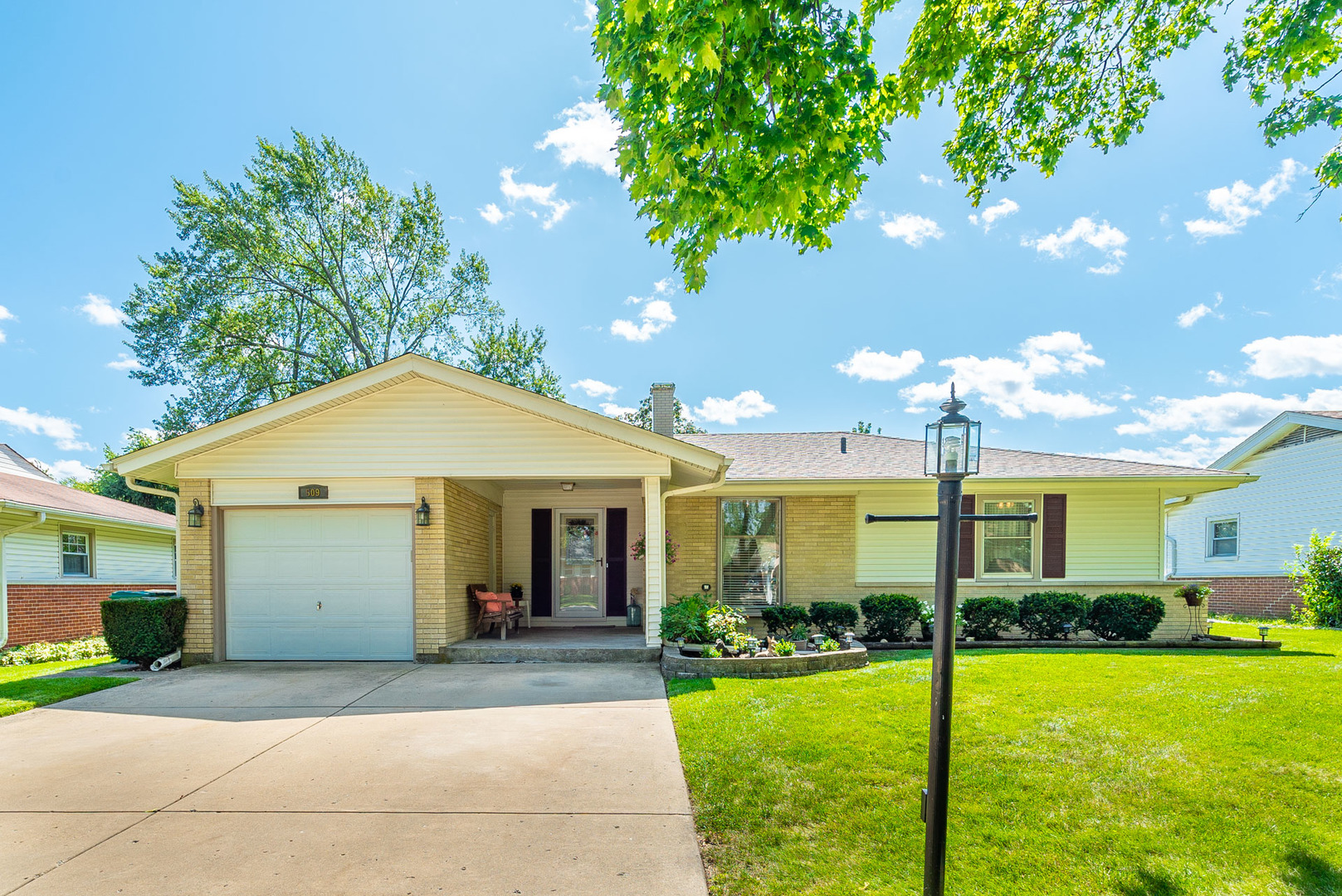 509 Briarwood Lane, Elk Grove Village, Illinois