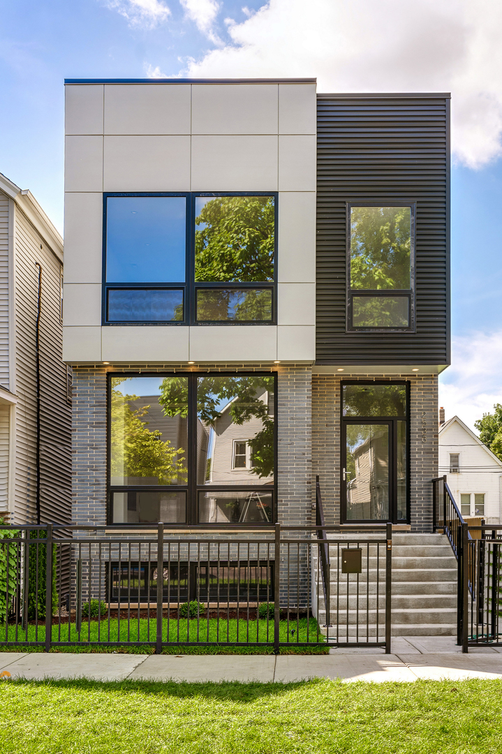 2533 West Lyndale Street, Logan Square, Illinois