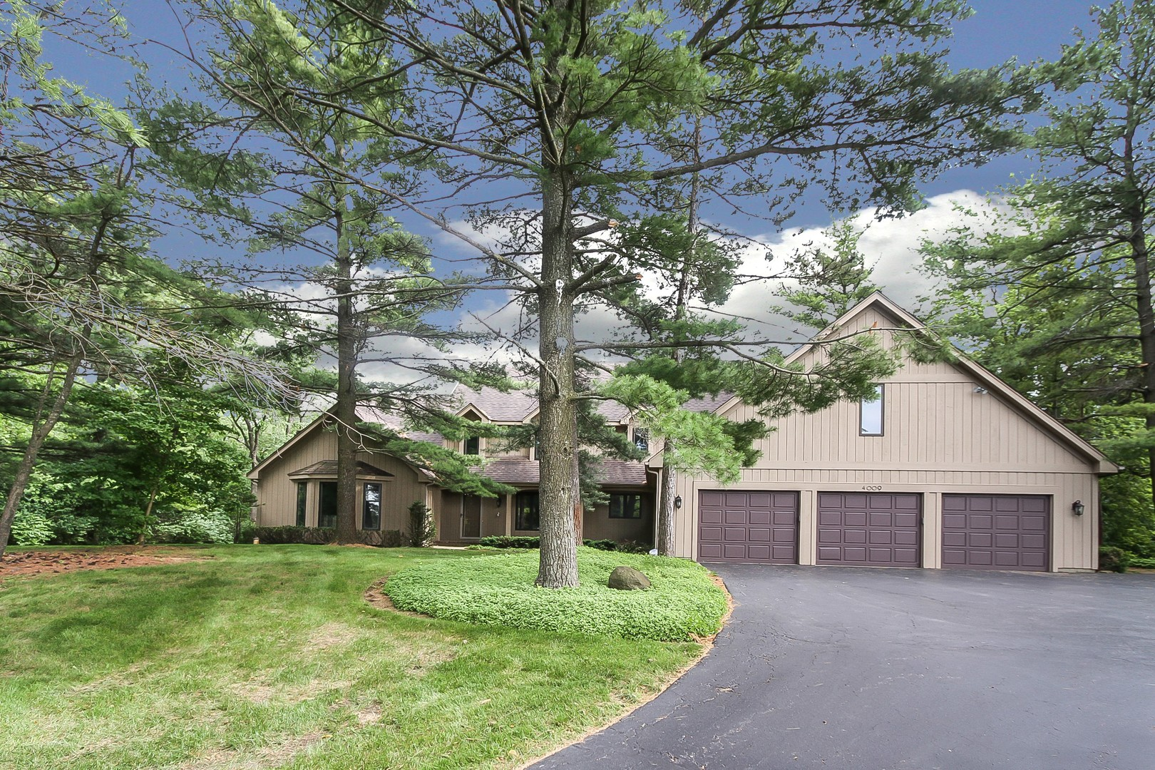 4009 MEANDERING WAY, Crystal Lake, Illinois