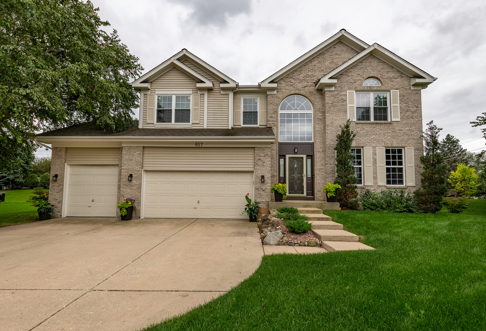 657 Providence Lane, Crystal Lake in Mc Henry County, IL 60012 Home for Sale