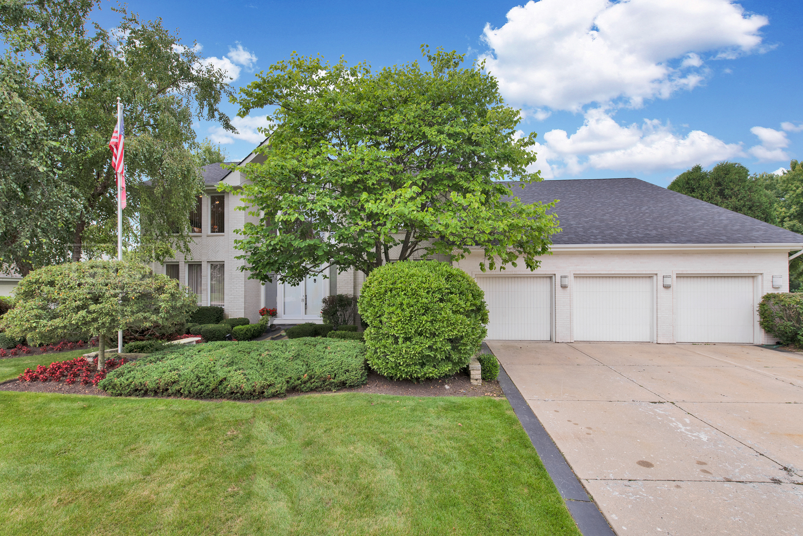 2067 Sheridan Road, one of homes for sale in Buffalo Grove